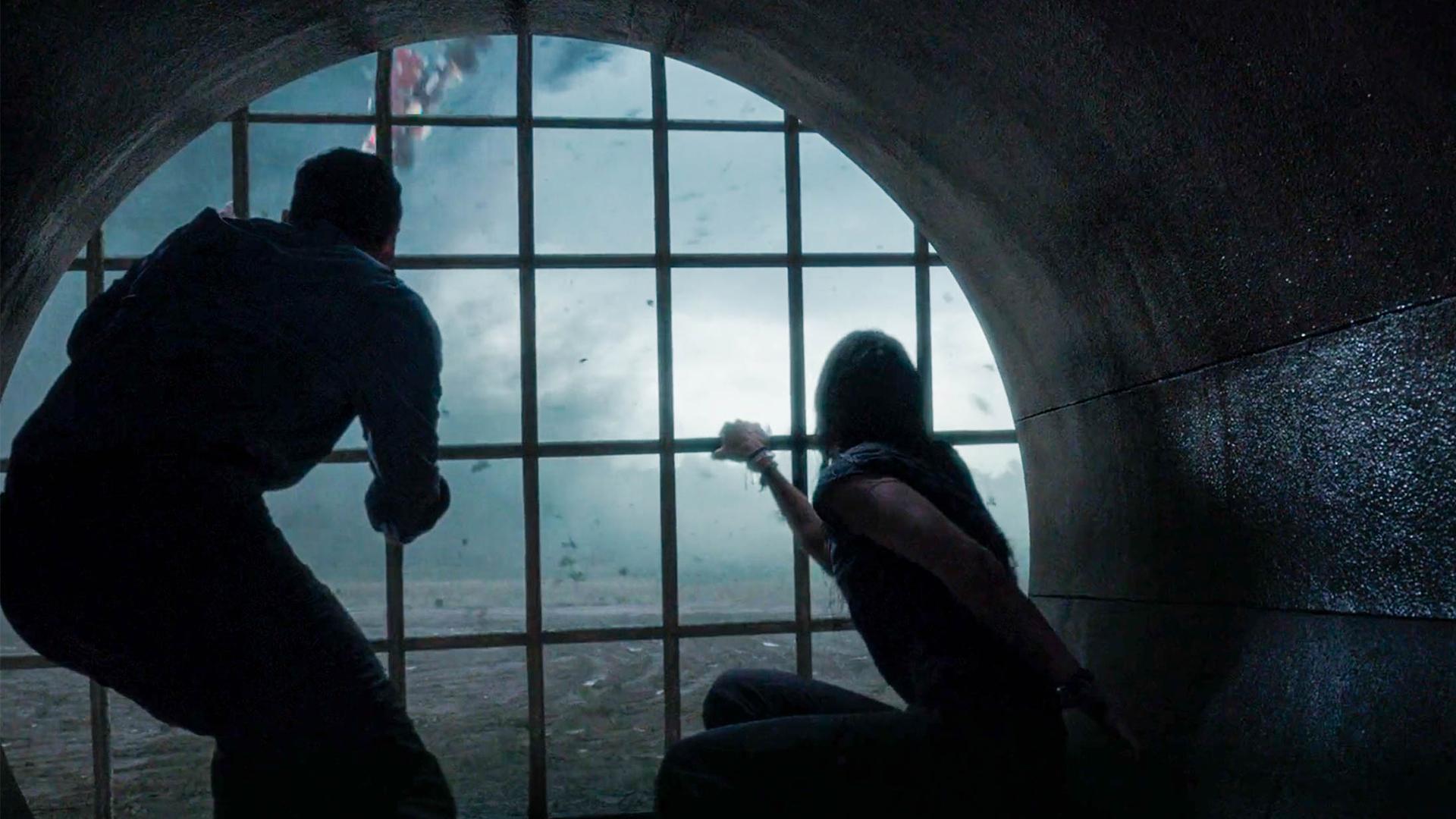恐怖天灾来袭,一行人躲在下水道内,看着外面的景象绝望异常