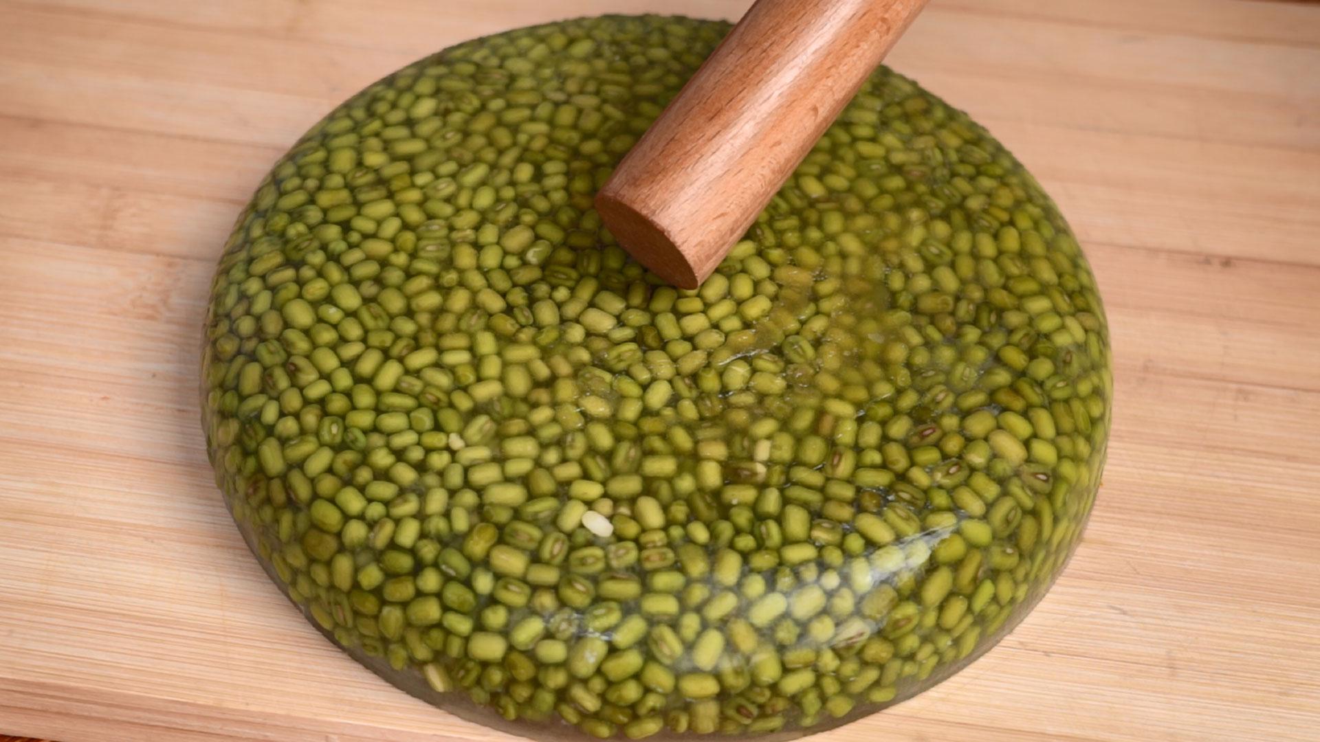 我家绿豆从不煮粥,冰箱里一扔,做一次吃2个月,比绿豆糕好吃