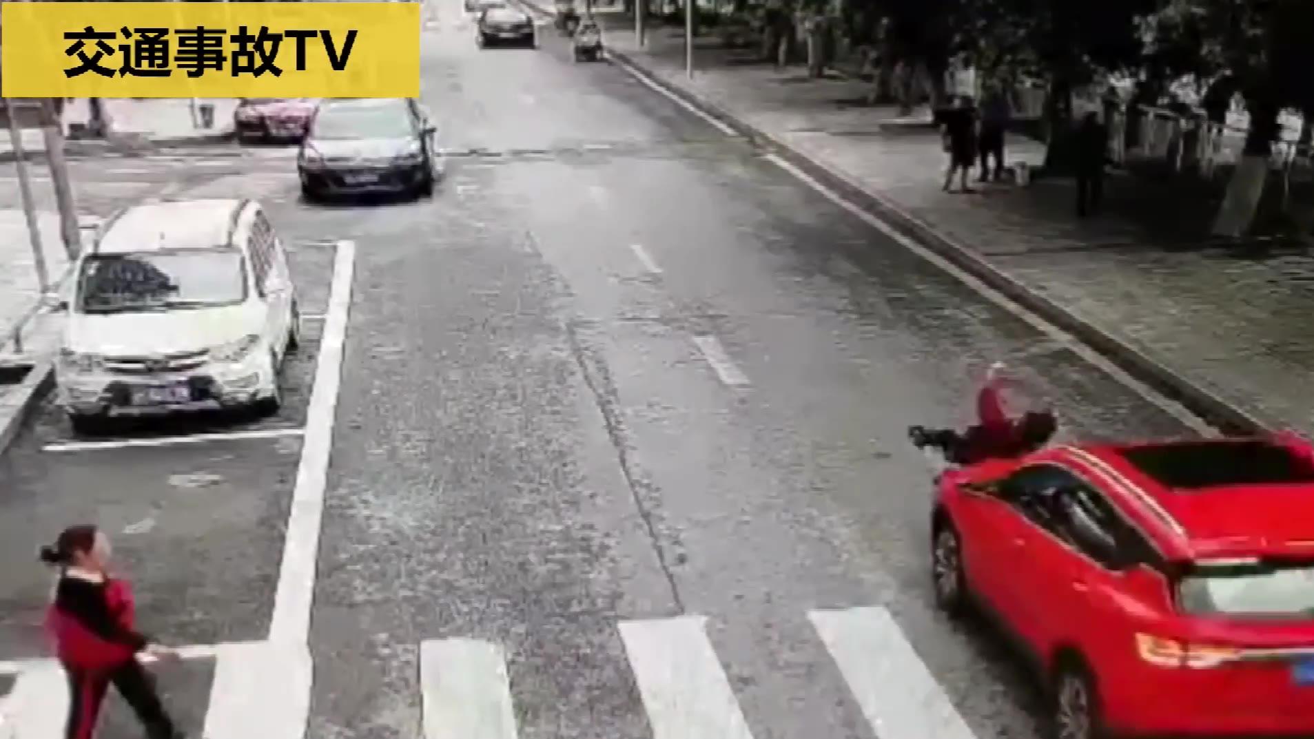 交通事故合集:行人被撞倒碾压——2020年第78期