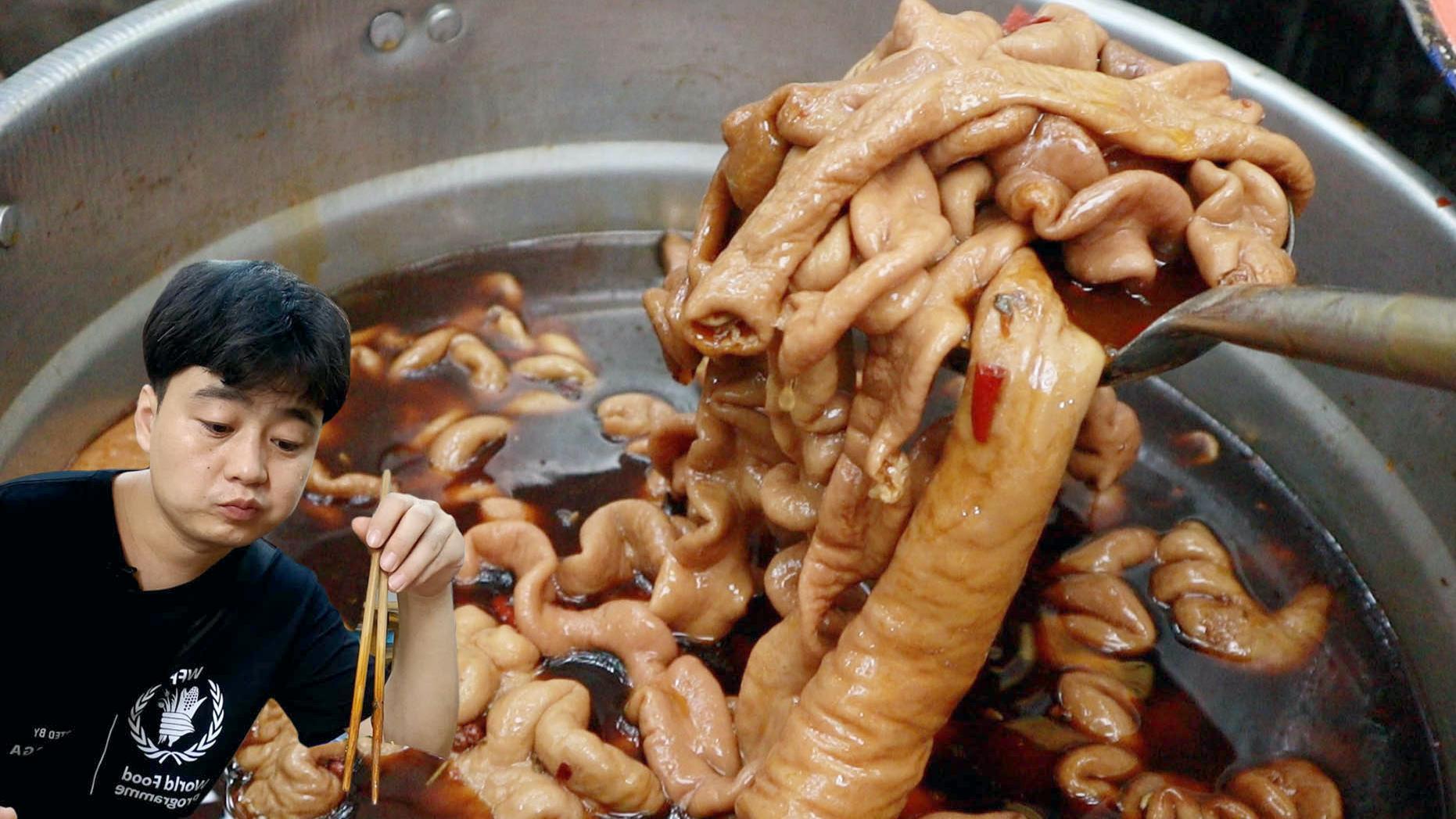 传说中重庆最棒的地摊肥肠,25年只卖红油肥肠,顾客一次买十多斤