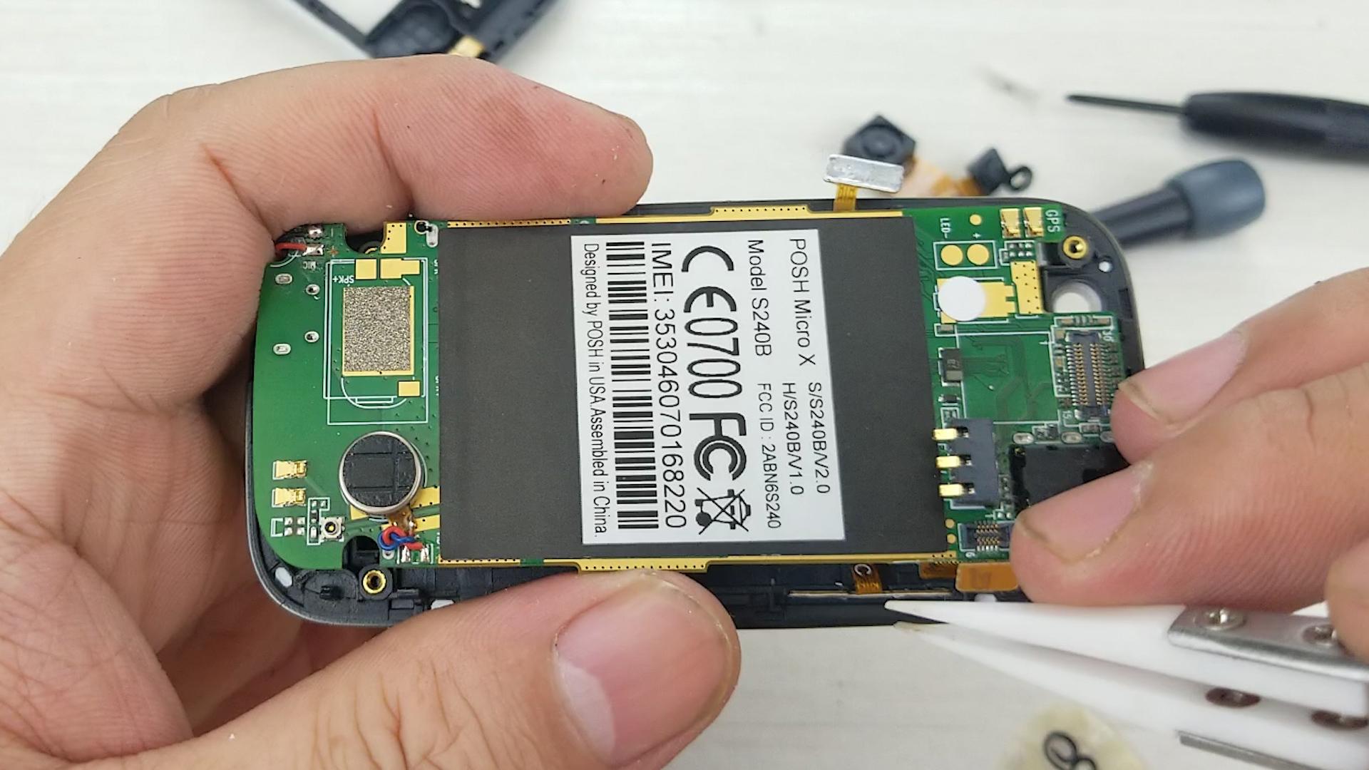 拆解专为国外电信商POSH定制的手机,看看内部的做工和细节POSH手机