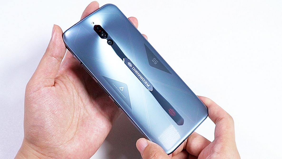 【红魔5S 开箱评测】买手机送银条,硬刚865+的865当真神乎其技?