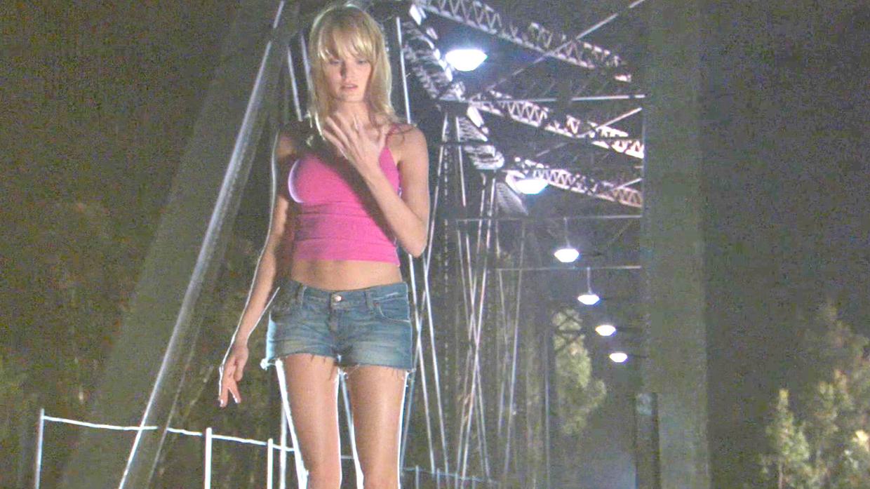 女孩拥有外星人基因,几天就可以长大,还能瞬间愈合所有伤口!速看科幻恐怖电影《异种3》