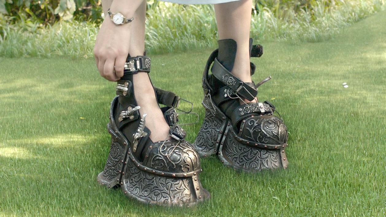 女孩天生体重为零,为了不被风吹走,只能穿上几十斤重的铅鞋!速看奇幻电影《佩小姐的奇幻城堡》