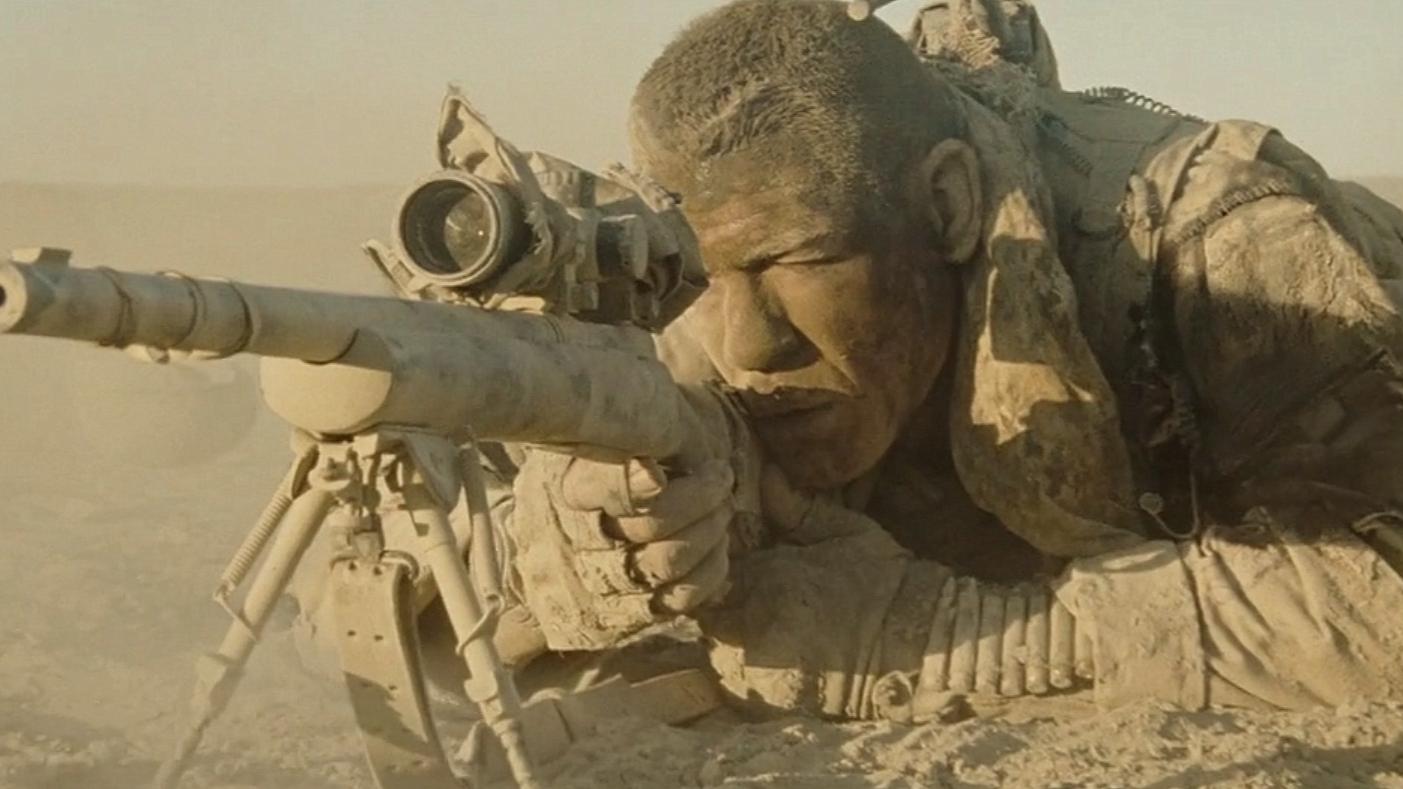 2人被困在了沙漠中,周围藏着一名顶级狙击手,一动就会被狙杀!