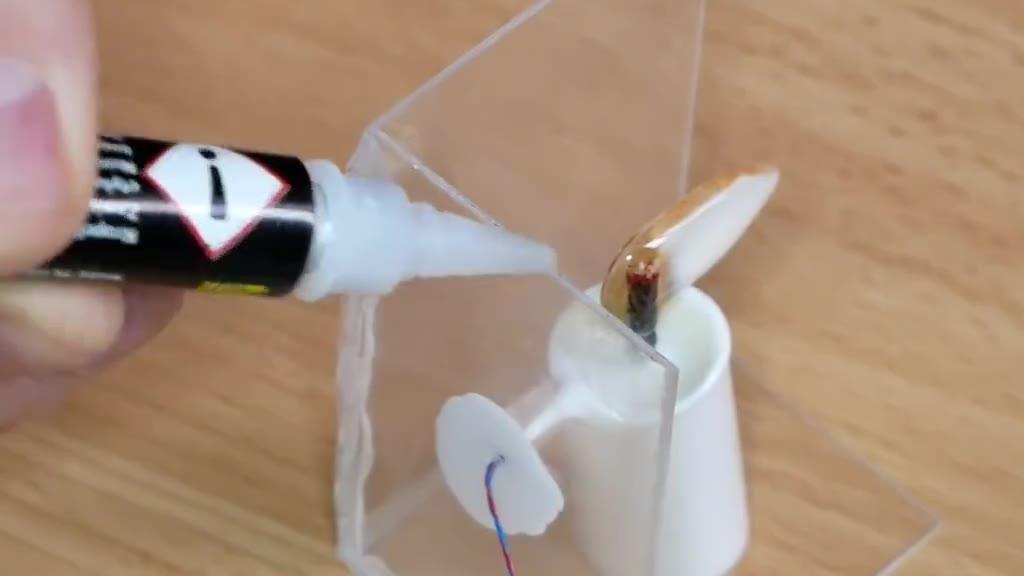 把燃烧的蜡烛封进环氧树脂,这创意也没谁了