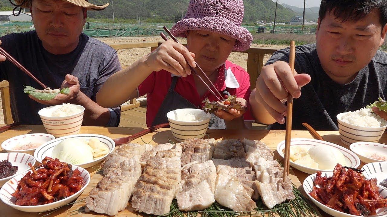 用天然竹子和松针去除猪肉的腥味,再用大火烹煮,美味又清爽!