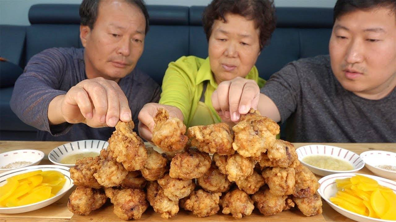 堪比外面美食店的炸鸡腿,蘸上蒜蓉酱我一口可以吃一个!