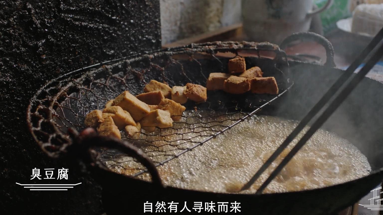 浙江绍兴:原来臭豆腐是这么制作出来的。难怪风味独特!
