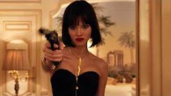 反转N次的R级动作爽片,性感模特竟是双面间谍,白天走秀 晚上杀人