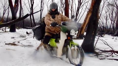 【欧美冬季露营】风吹雨雪骑车野营-钓鱼