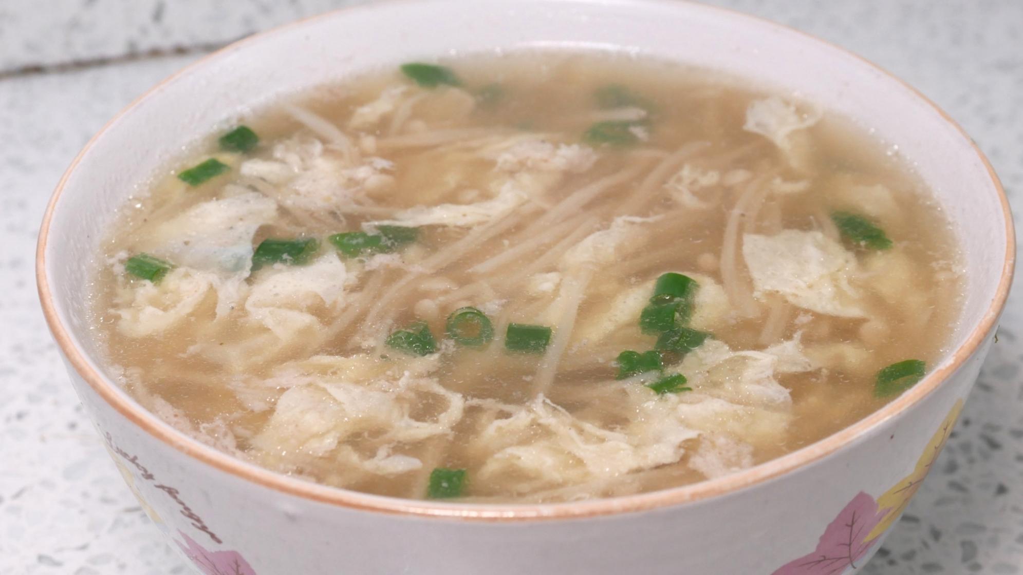 1把金针菇,1颗鸡蛋,2分钟教你做营养汤,做法简单又健康
