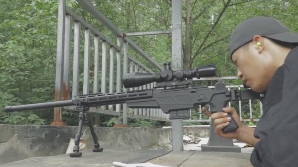 国产新型狙击步枪亮相!100米击中匕首刀刃, 赶超西方同类武器