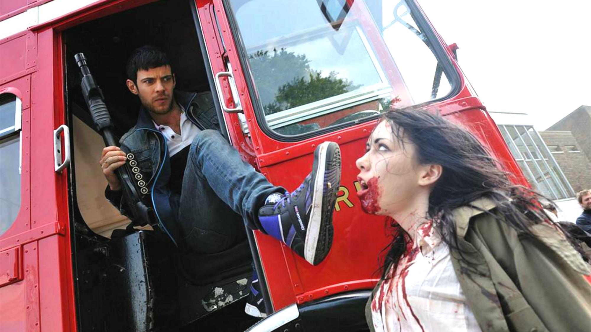 远古病毒突然爆发,伦敦居民全变丧尸,但这群丧尸可是有点蠢!