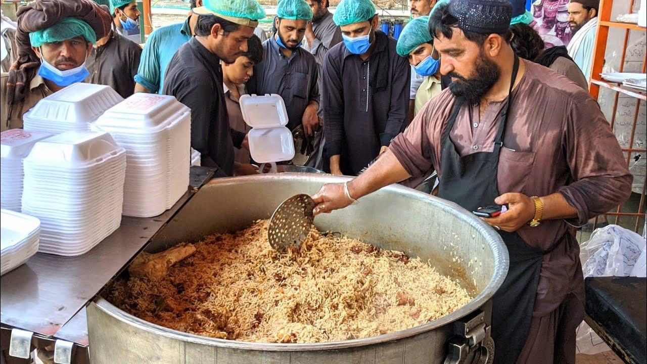 这才是正宗的巴基斯坦手抓饭,路边小摊生意这么火爆!