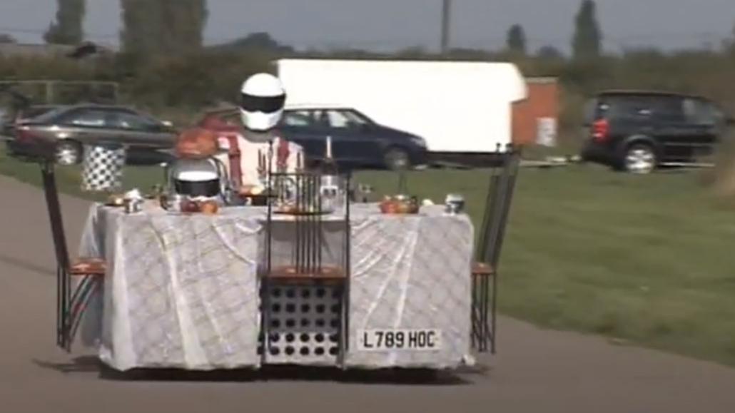 跑的最快的餐桌,时速183公里,吃饭必须戴头盔