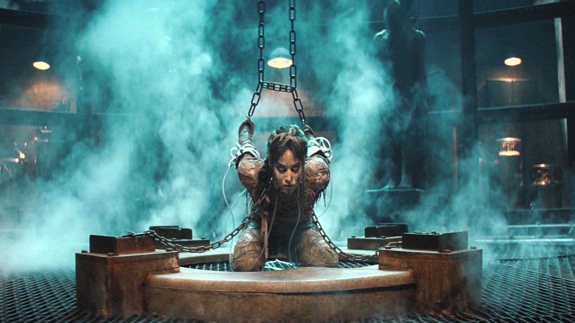 女木乃伊被困千年,逃出后想征服世界,不料却被吊起来打,奇幻片