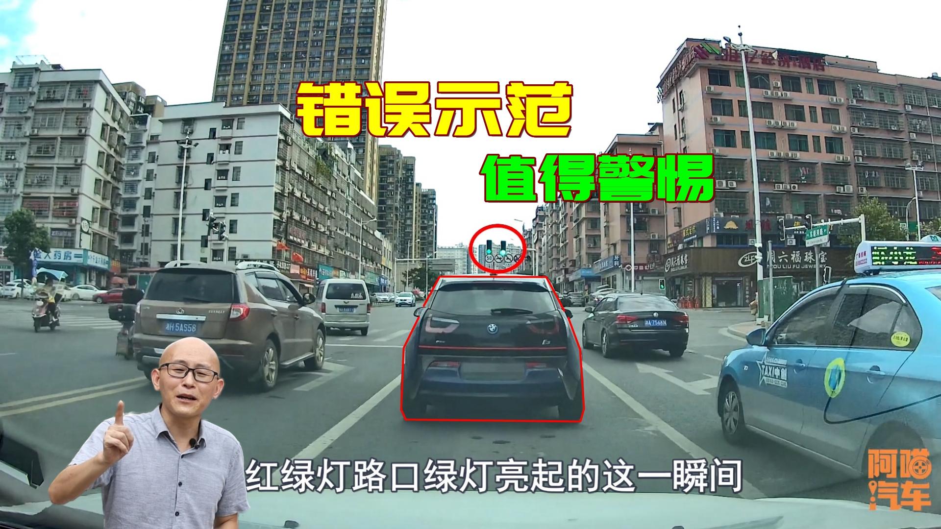 开车经过红绿灯路口,要警惕小电车这种行为,出了车祸负全责