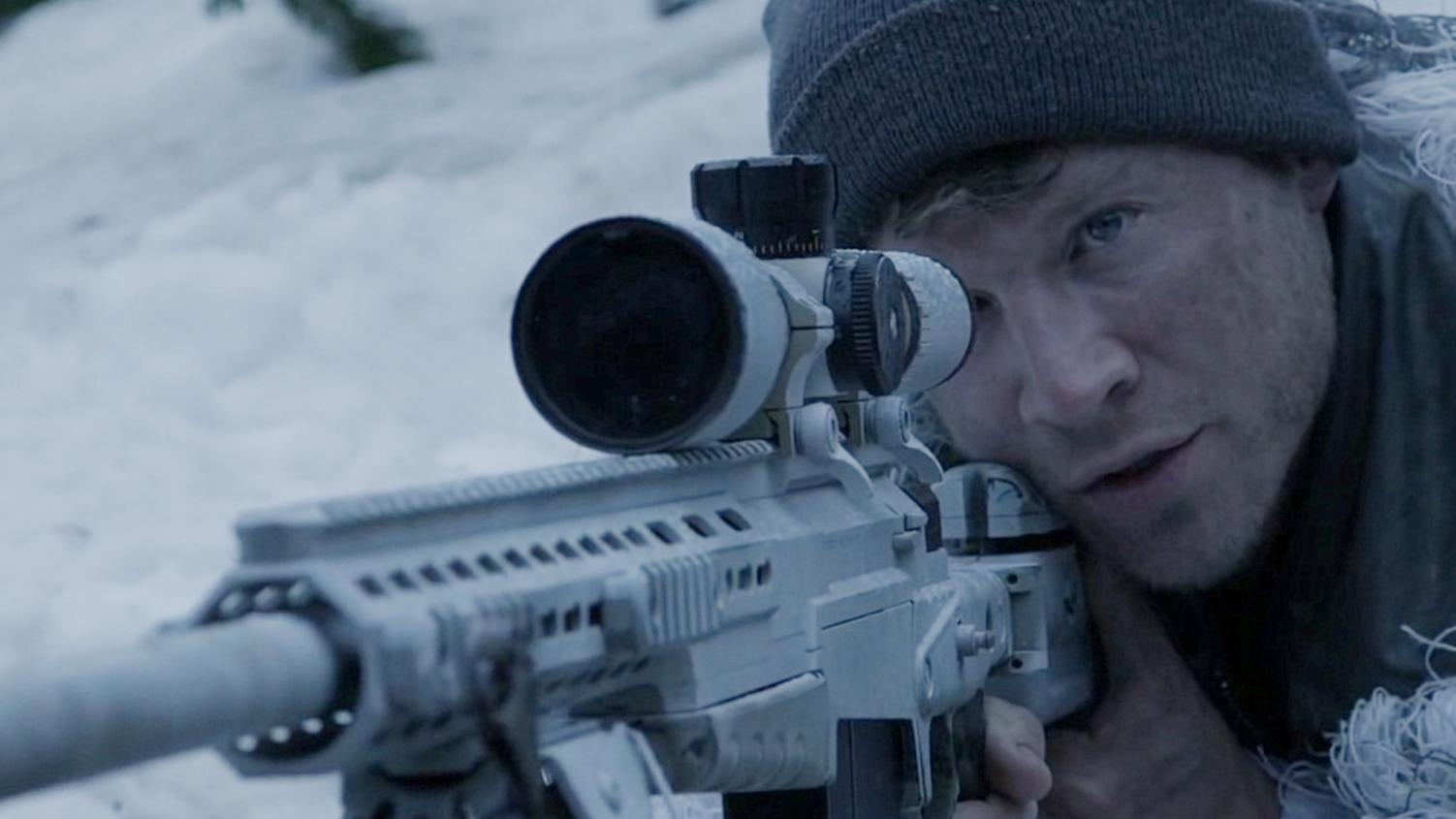 美国狙击手打击坏人,但对方也有王牌狙击手,一场大战就要展开!