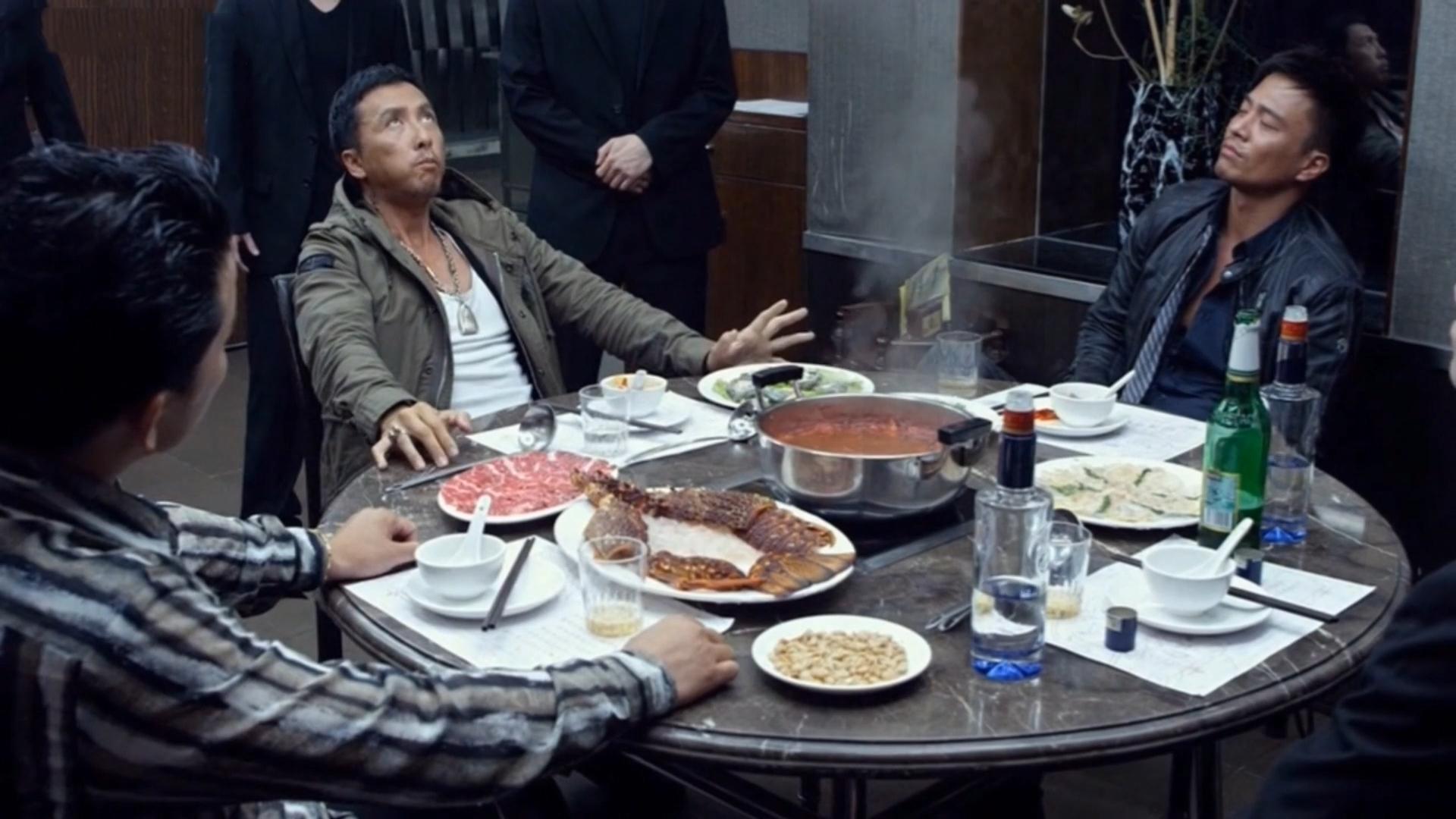 港片中黑老大吃饭场面,林家栋吃火锅,曾志伟吃盒饭,看饿了