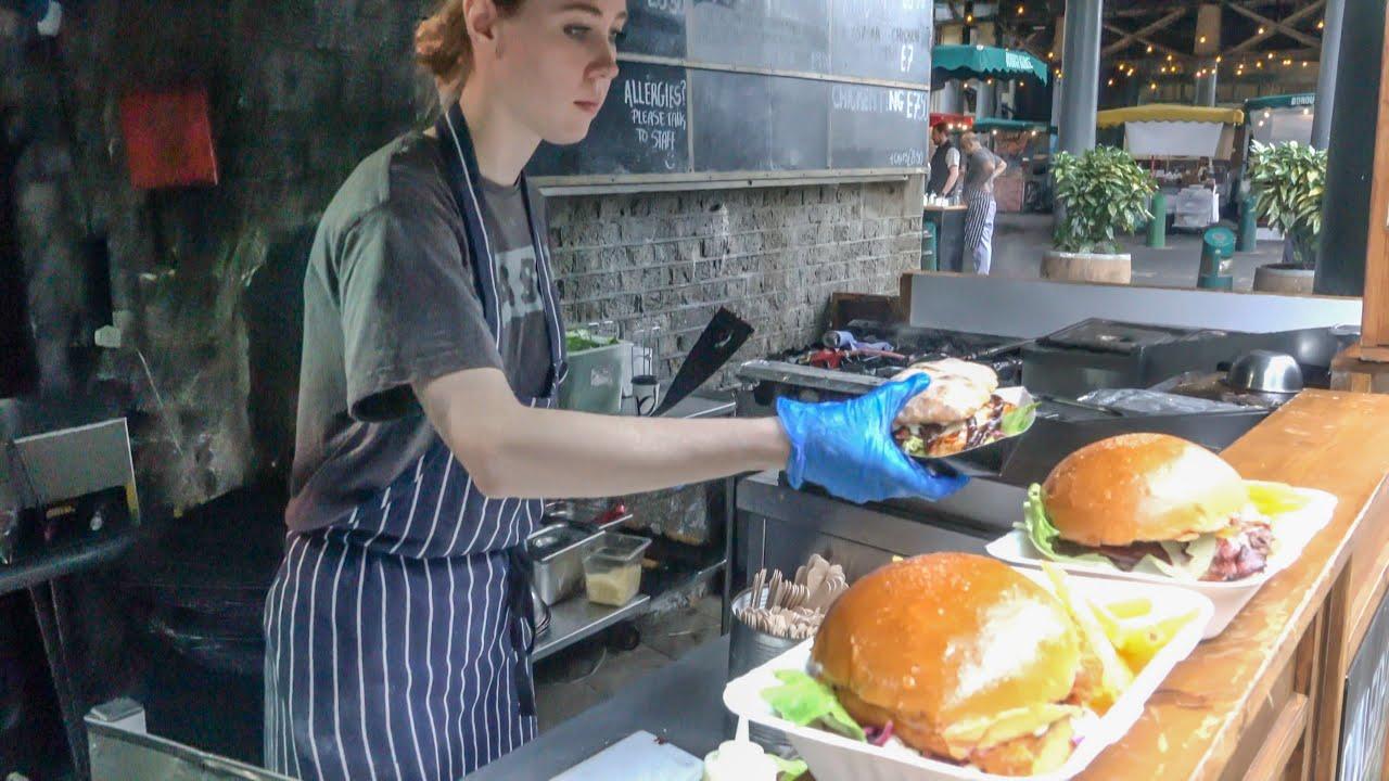 伦敦街头的牛肉汉堡!太实在了!看看一份汉堡放了多少肉!真馋人!