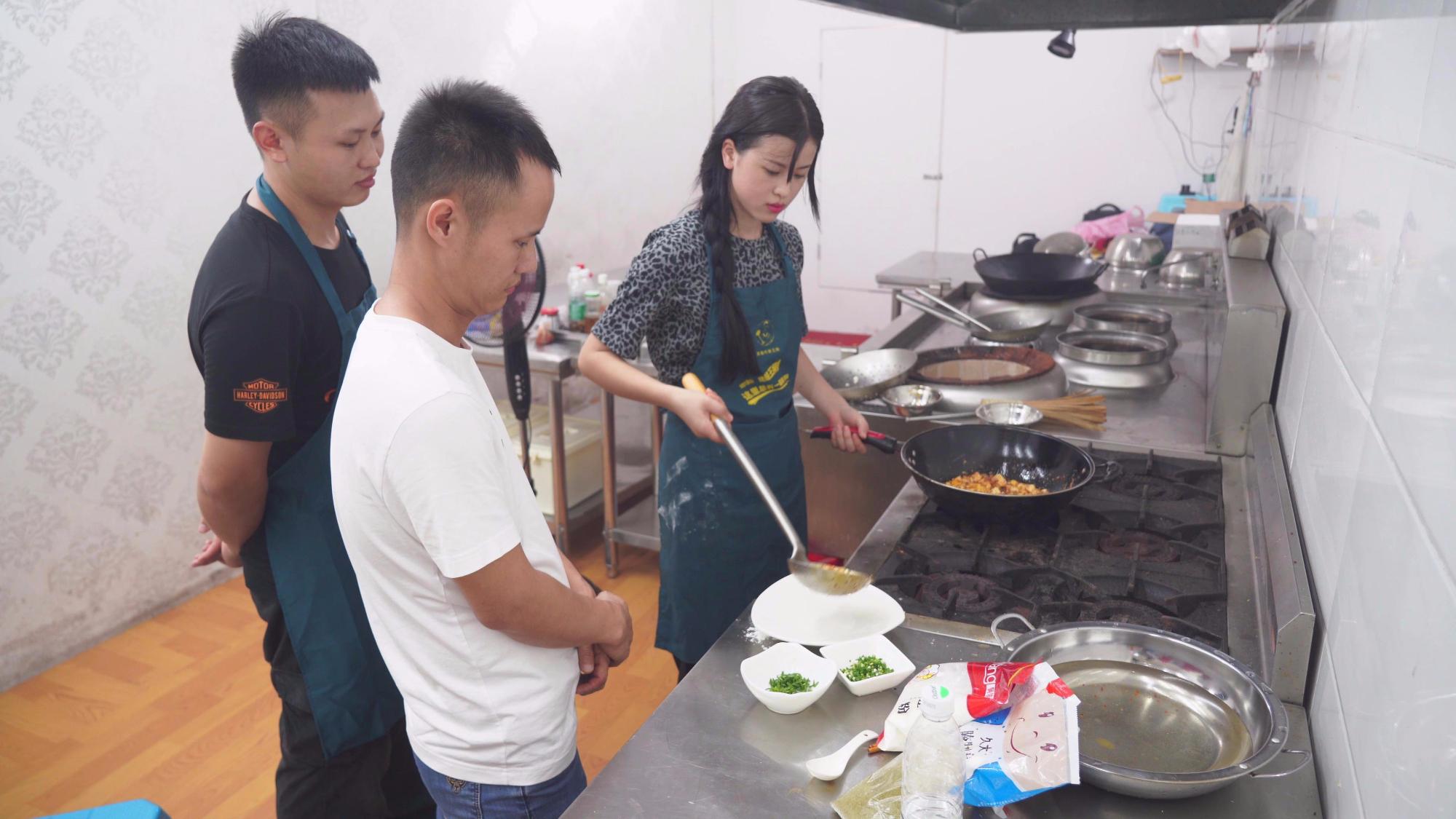 再次挑战经典川菜麻婆豆腐,努力追赶和师父的差距