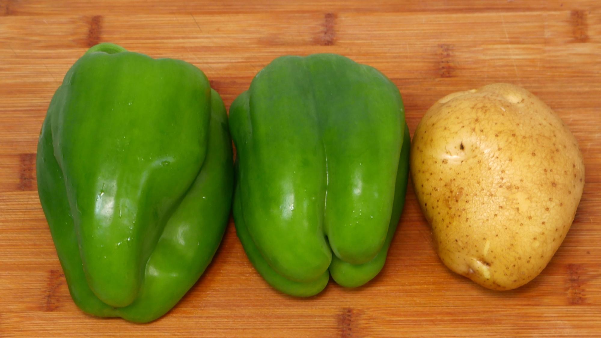 2个青椒1个土豆,简单一做比吃肉还香,家里来人必备的拿手菜