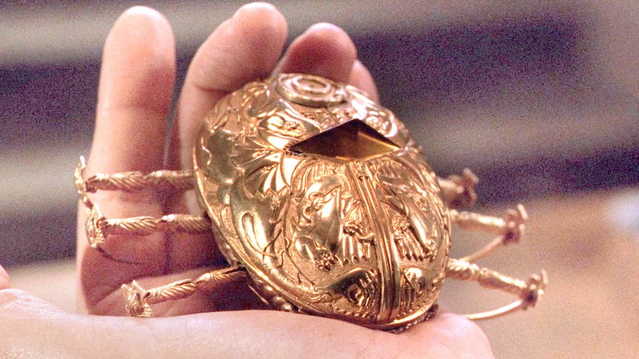 商人获得一个吸血小金虫,只要被它寄生,就可以永生不死!速看奇幻电影《魔鬼银爪》