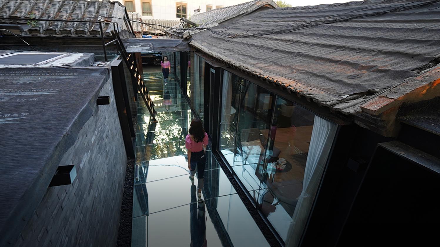 北京姑娘继承50㎡二环胡同房,地面铺镜子、浴厕全透明:一个人住太爽