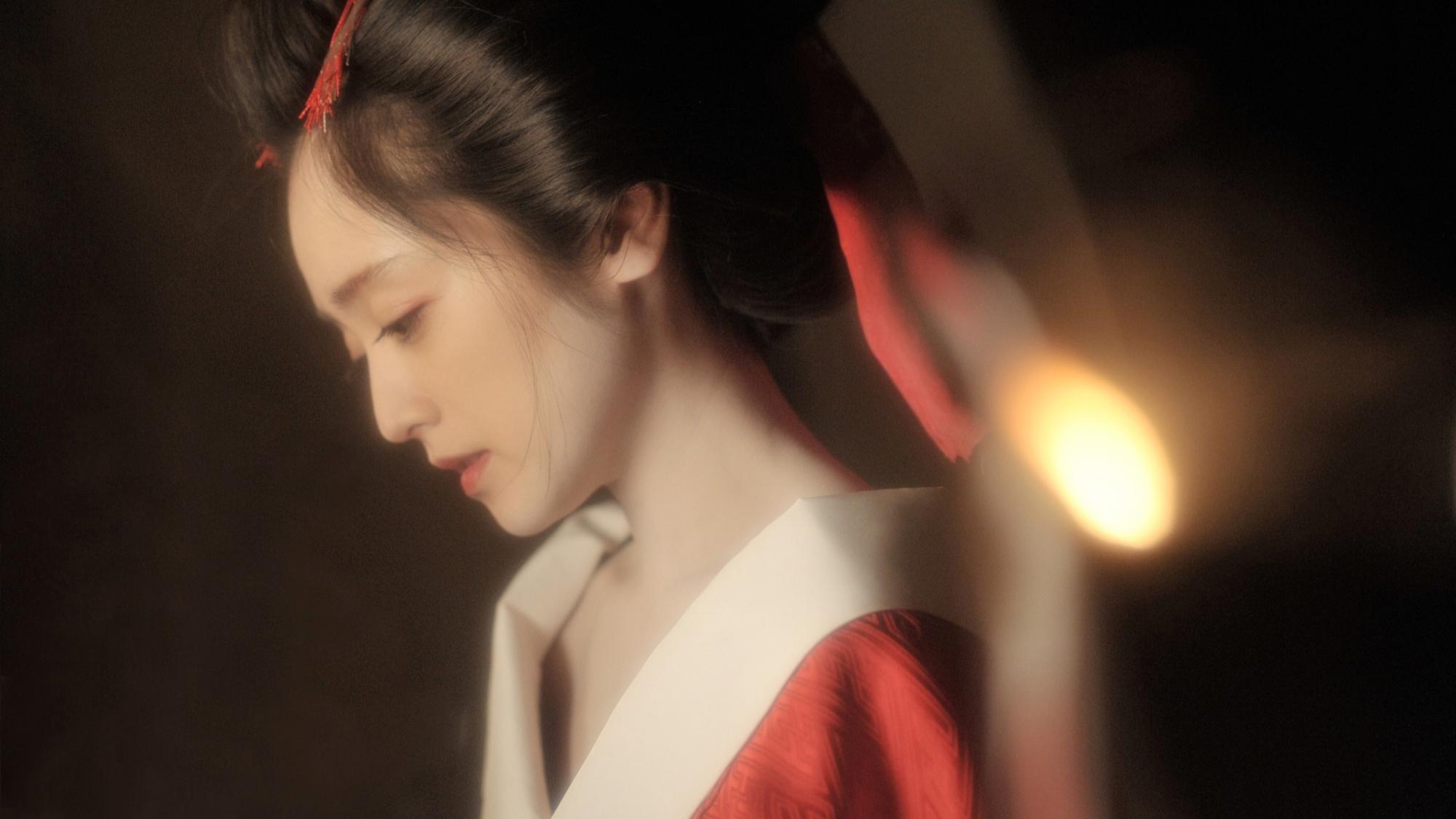 艺伎女孩身体发热,皮肤就会开出花朵,日本电影《花宵道中》