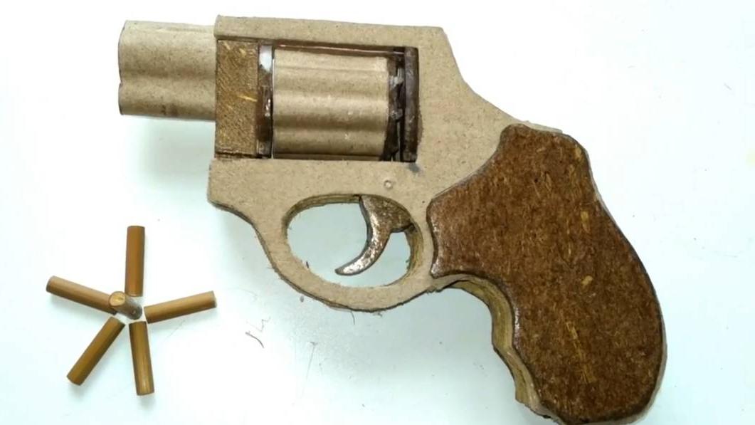 DIY纸板手工制作如何制作一把可发射的mini左轮手枪wgog923
