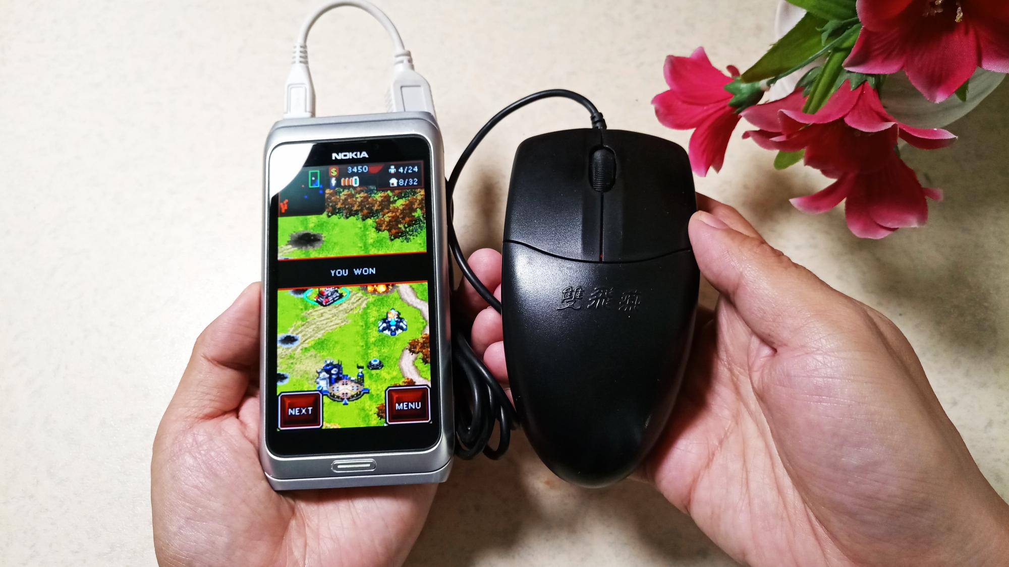仅500KB的《命令与征服 红色警戒》鼠标接手机酷似小电脑