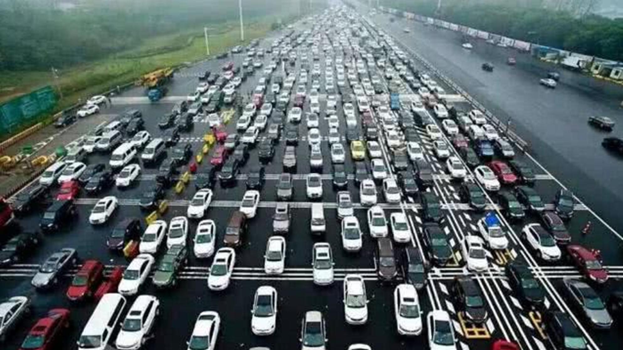 """中国公路界的""""碎钞机"""",三公里造价6.4亿,平均修1米就要20万!"""
