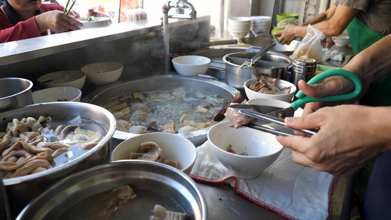台湾早餐 - 肉燥饭, 猪尾猪血汤, 炒面, 阿给(油豆腐), 白萝卜, 茭白笋