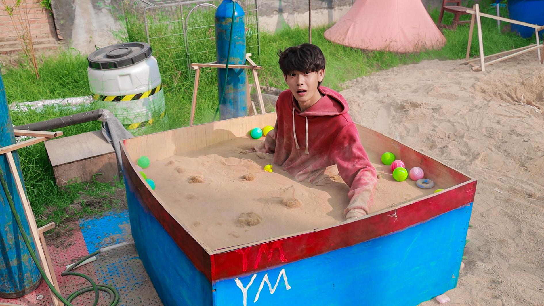 耗时3天制作液体流沙泳池!在沙子里游泳是什么体验?