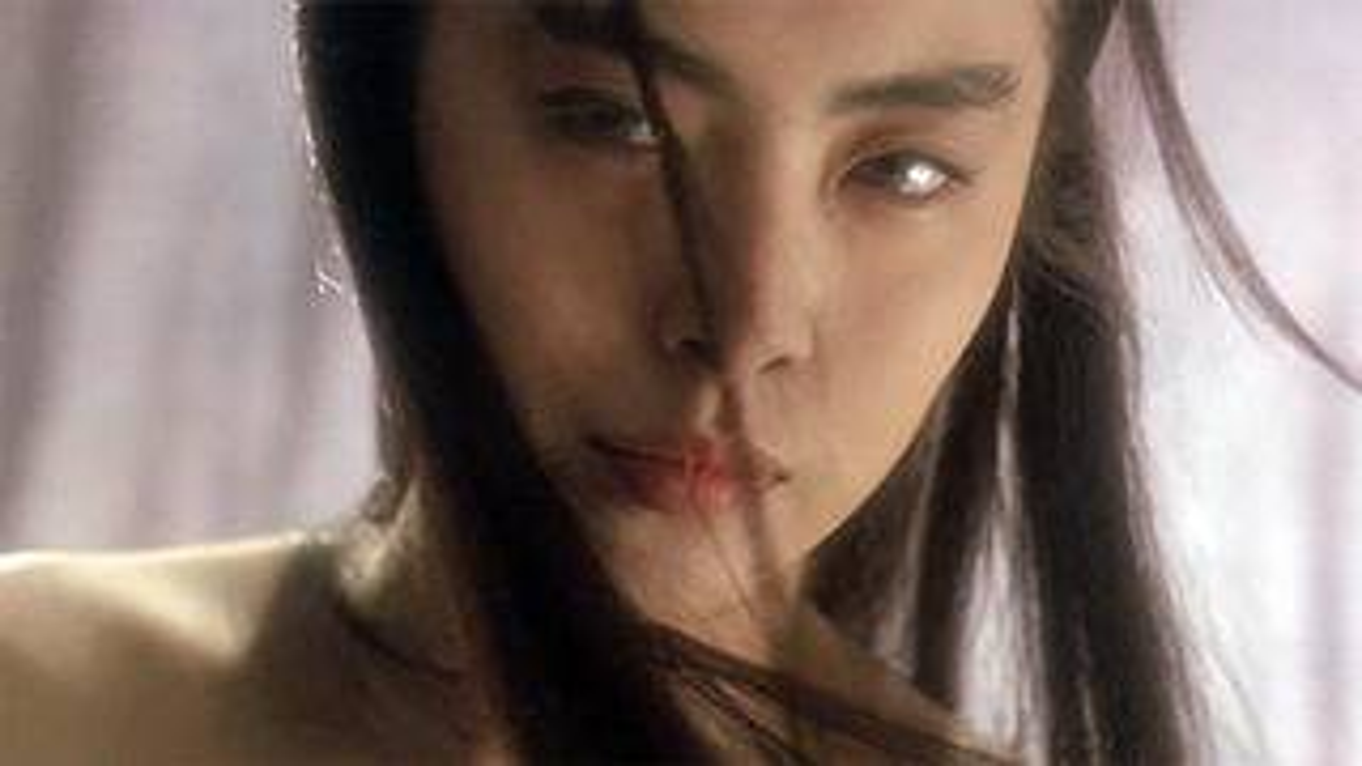 30年来的武侠片,比创新都完败于它,来看看什么是天马行空的创意《东方不败之风云再起》