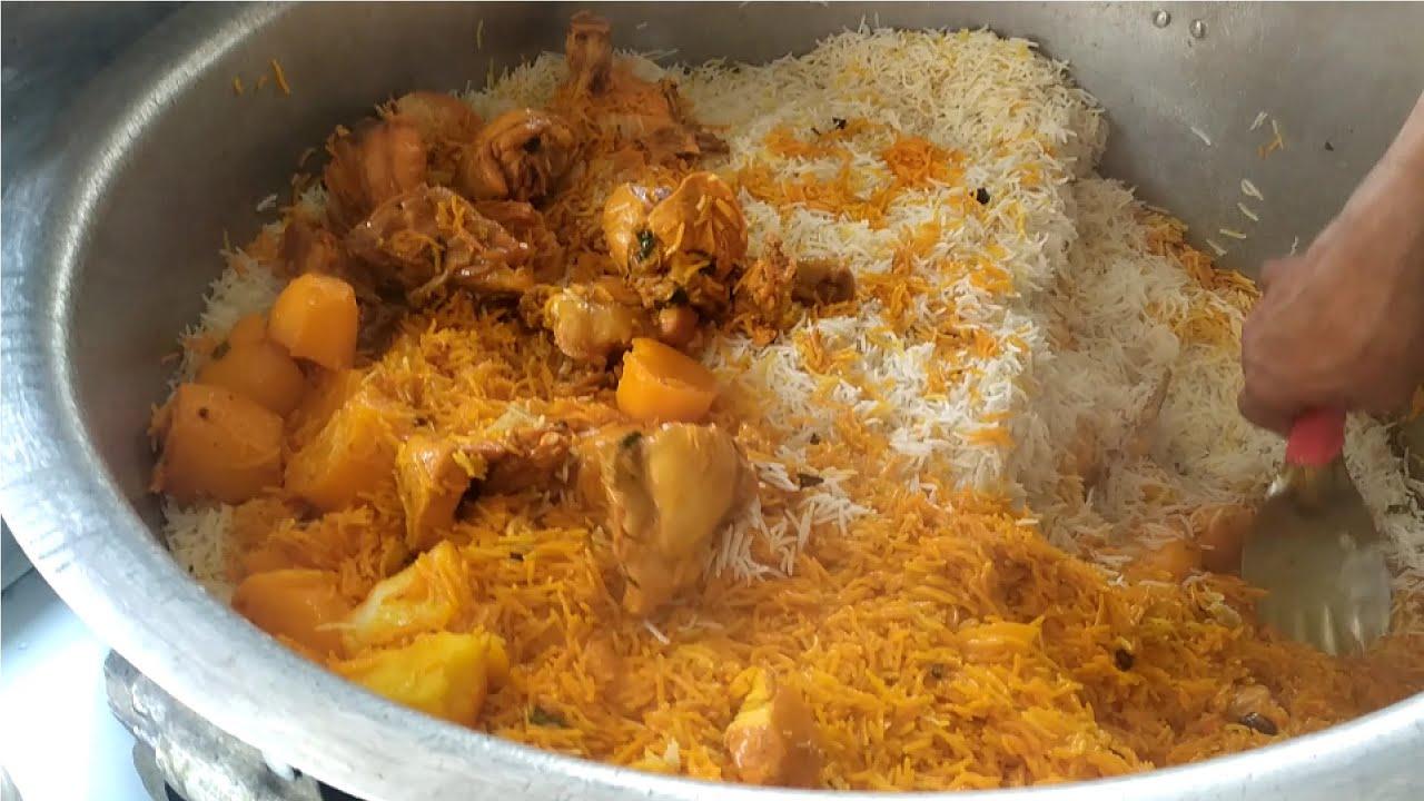 印度街头传统美食,手抓咖喱饭,看样子真的很好吃!