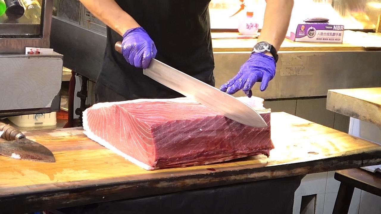 台湾街边小吃-蓝鳍金枪鱼切割表演和寿司生鱼片