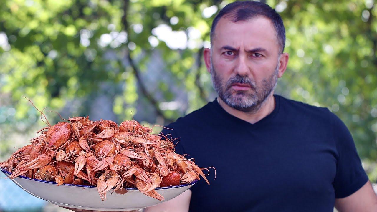 俄罗斯大叔炸小龙虾吃,这虾的个头真大!