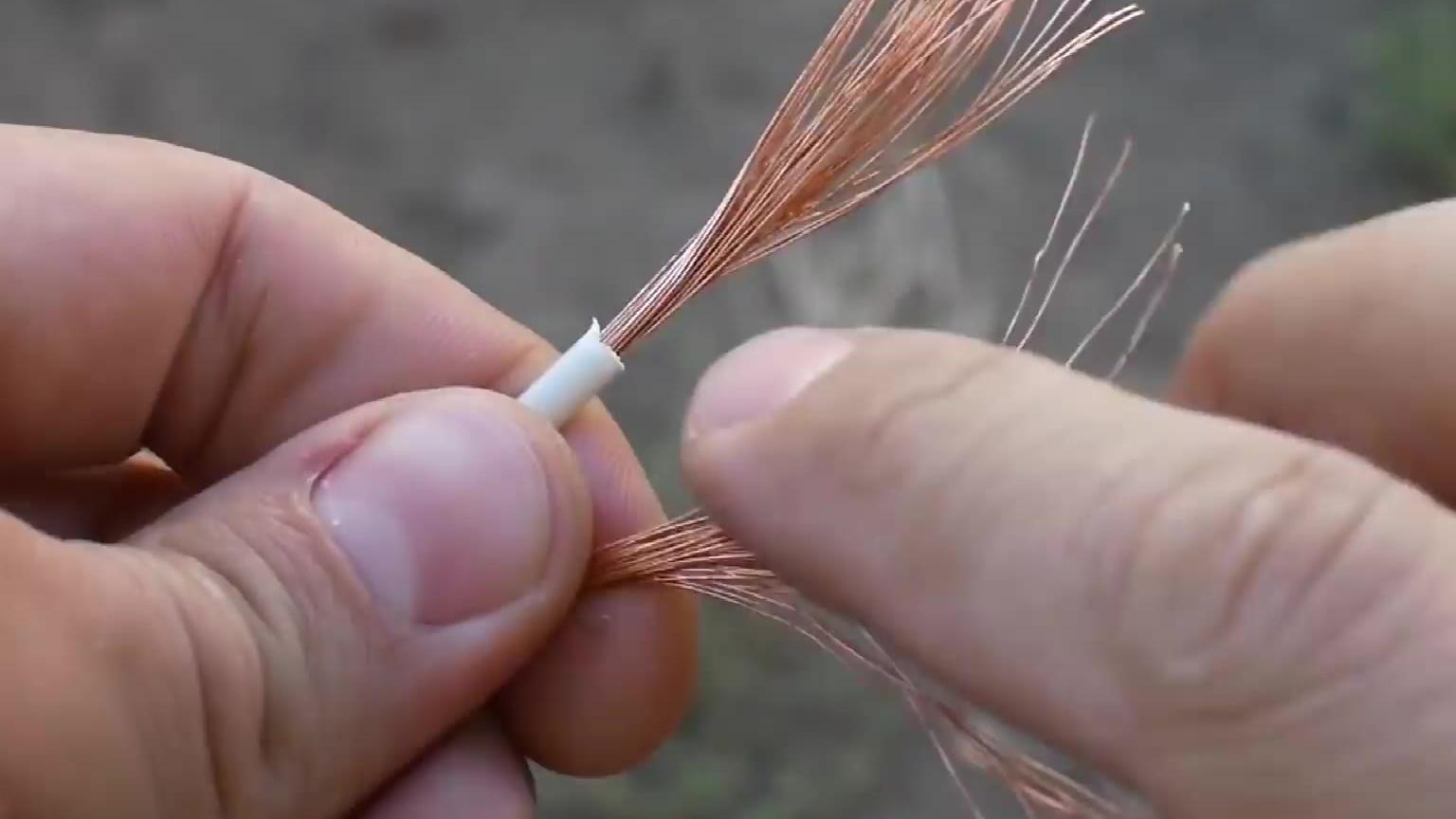接个电线两根随便一拧?这样接更牢固
