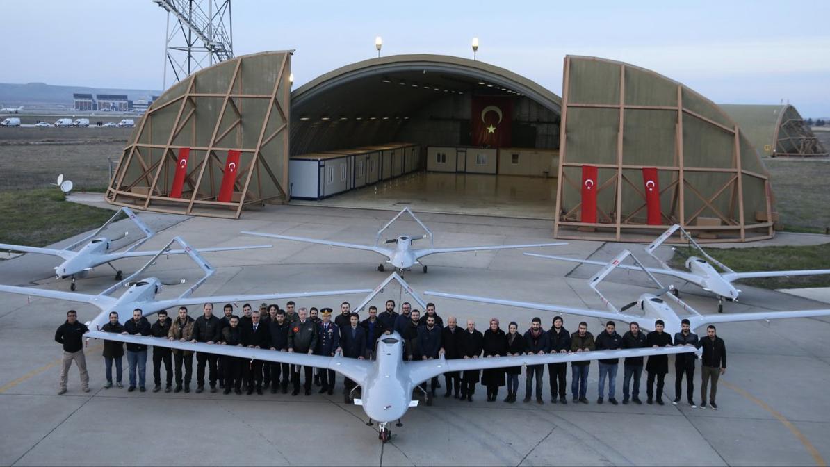 土耳其无人机战场显威风?曾被中国翼龙教做人,直接摧毁在地面