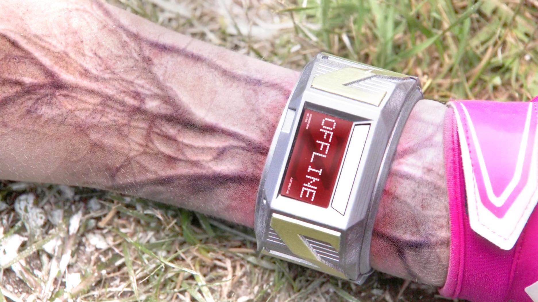 人类给丧尸带上手环,只要往右滑,就会发生惊人的变化!速看科幻喜剧电影《僵尸高校》