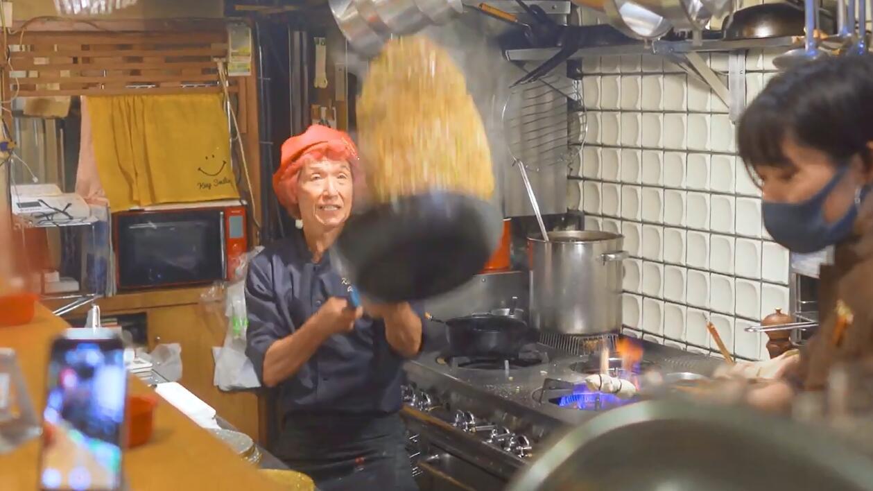 日本这位灵魂炒饭师,炒的不是饭是艺术,在日本在世界可是惊艳的操作!