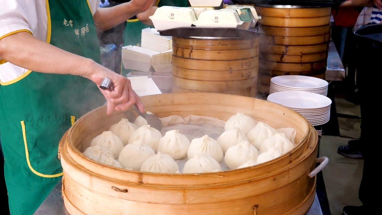 台湾人早餐必吃的汤包,不得不说太馋人了,汤汁丰盈,咬一口就满足了!