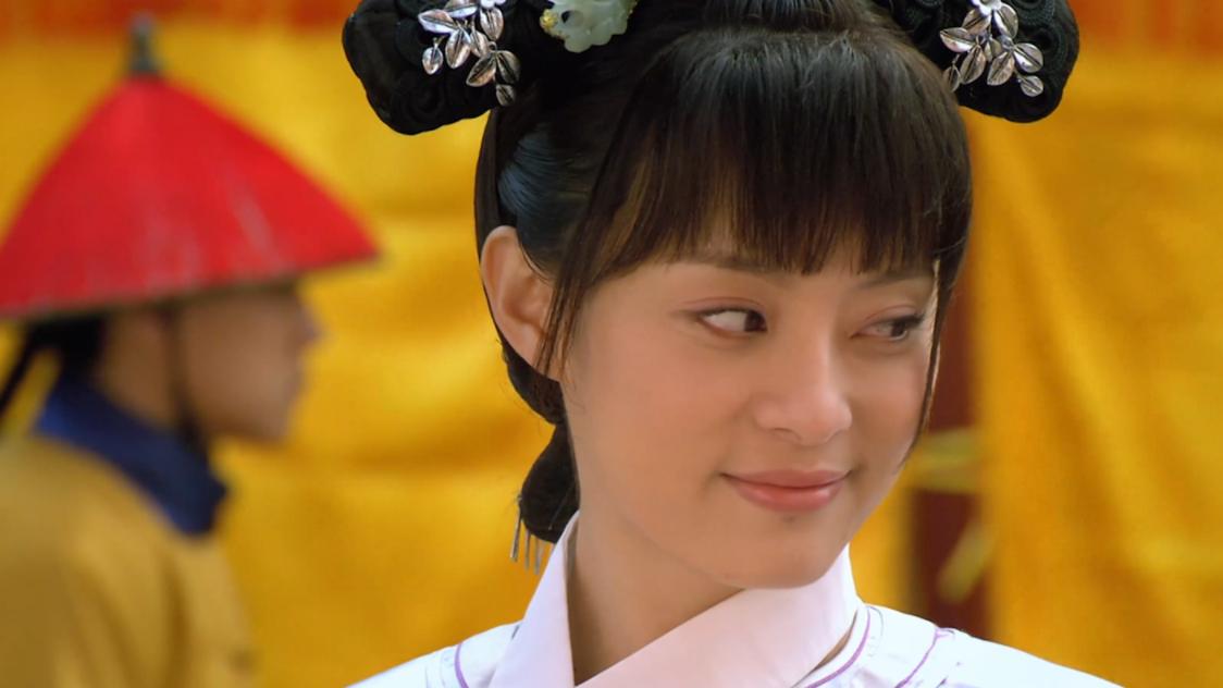 甄嬛传:甄嬛不想被选入宫,为什么太后命人扔出猫,她却不躲开?