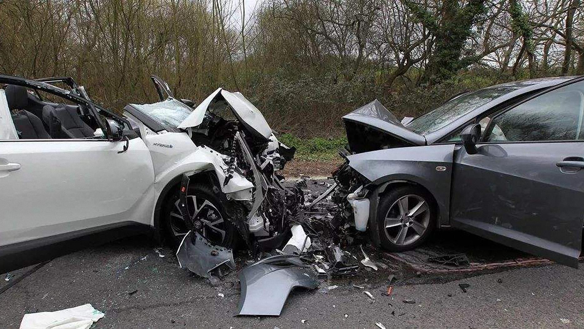 中国交通事故合集:凭着超强预判和风骚的走位,老司机躲过六连撞|20201016