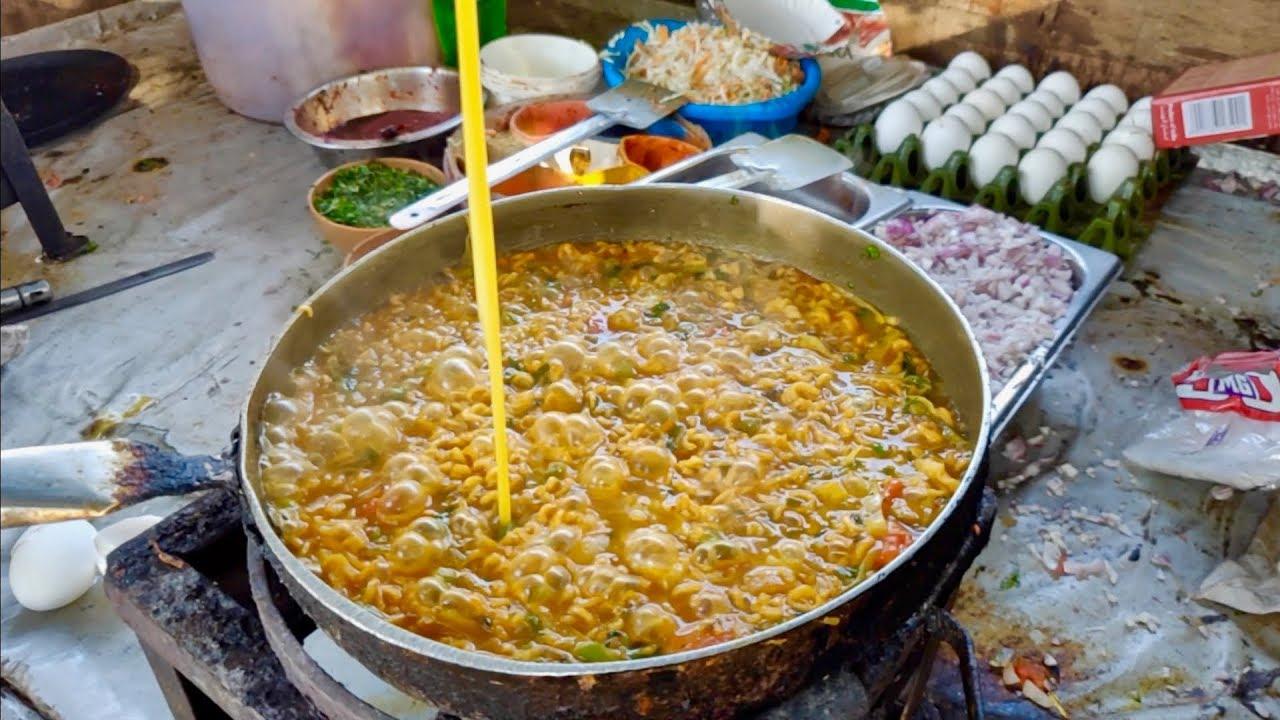 印度街头最受欢迎的小吃之一,老锅煮方便面,这口味太重了