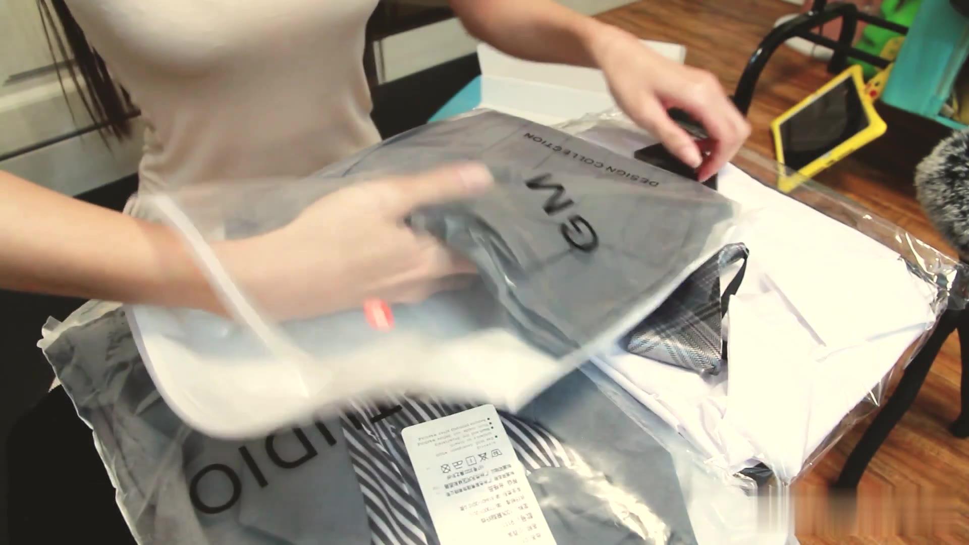 【开箱试穿】网购JK款制服开箱试穿,配上黑丝简直太漂亮了!