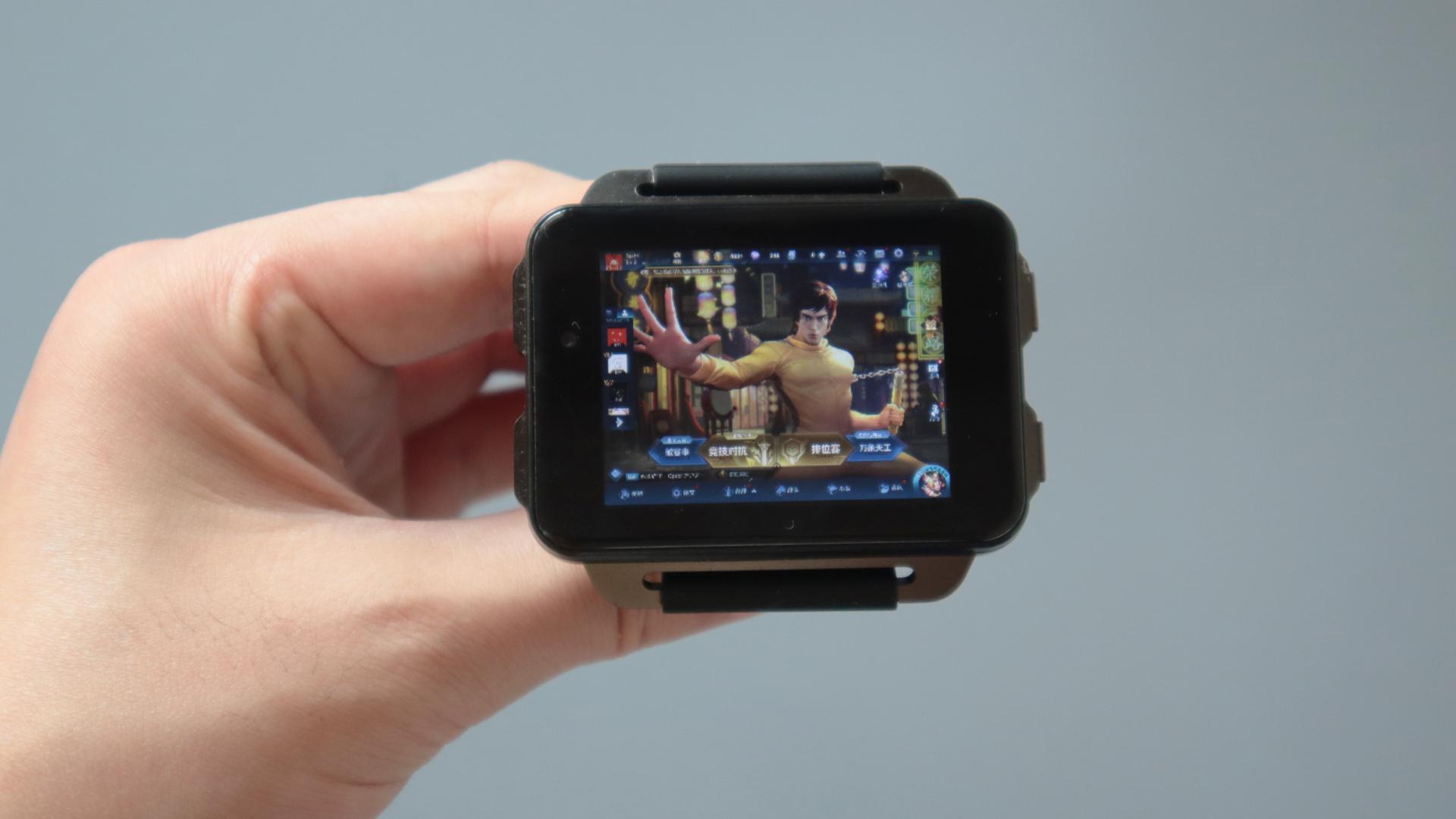 用手表玩游戏是什么感觉?真朴实无华?