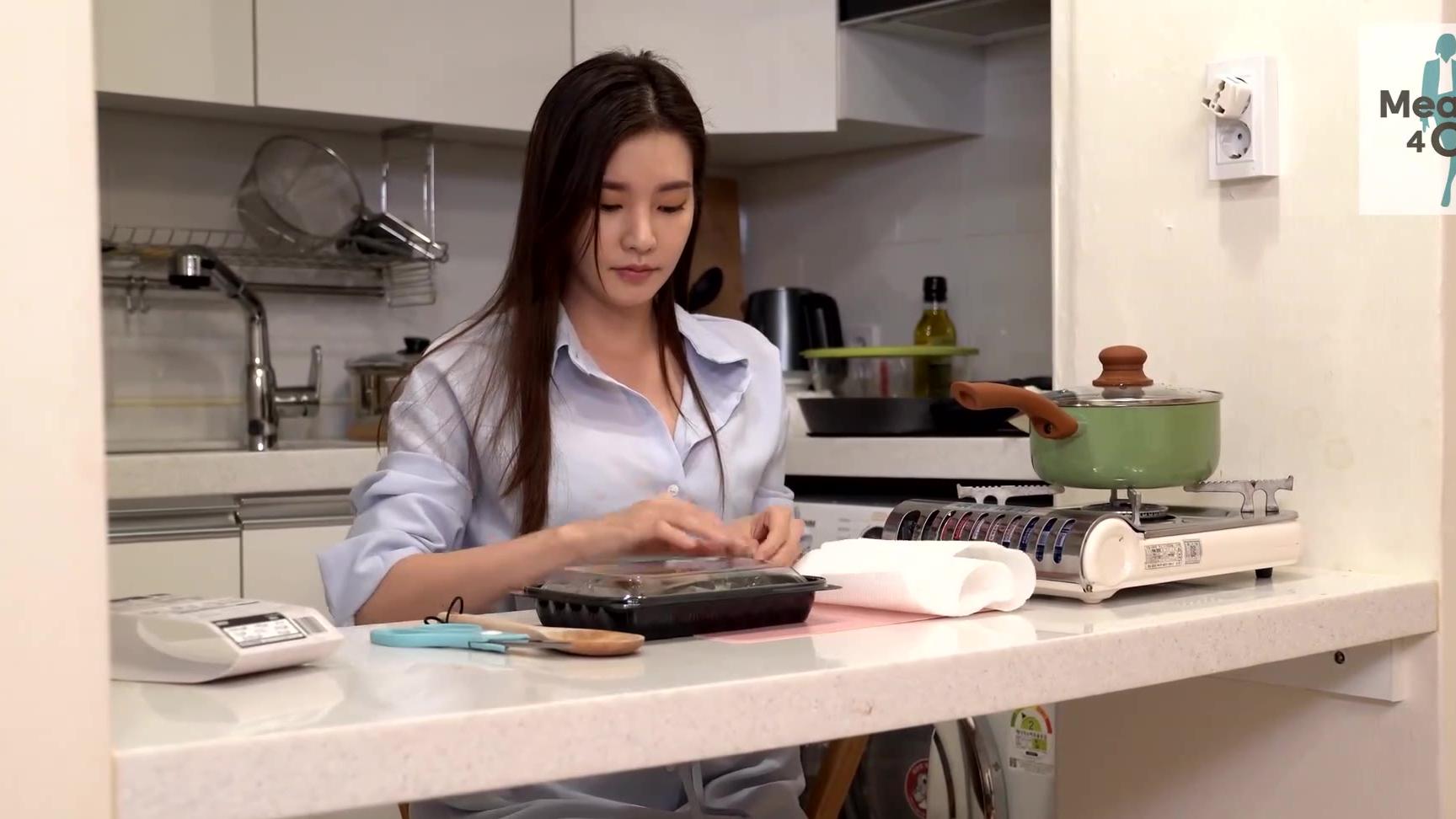 【4K】Meal Kit 4 OL_上班族妹子的日常与美食系列EP31 (P1. 紫菜牛肉